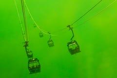 Teleféricos da silhueta na névoa Fotos de Stock Royalty Free