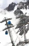 Teleféricos do cabo aéreo de Jade Dragon Snow Mountain fotos de stock