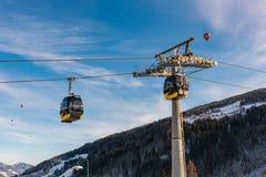 Teleféricos, gôndola, baloon sobre o oeste de Planai em Planai & Hochwurzen - coração de esqui da região de Schladming-Dachstein, fotografia de stock