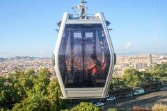 teleferic的Motjuic和巴塞罗那都市风景 免版税图库摄影