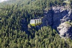 Teleferic με τα πράσινα δέντρα Στοκ Φωτογραφία