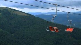 Teleferica in montagna nella stagione estiva archivi video