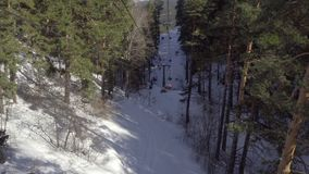 Teleferica nelle montagne video d archivio