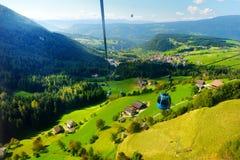 Teleferica a Seiser Alm, il prato alpino di più grande elevata altitudine in Europa Provincia del sud del Tirolo dell'Italia Fotografia Stock Libera da Diritti