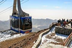 Telefericokabelbaan die vagon van Teide-Vulkaan, Tenerife stijgen een hoogtepunt te bereiken Stock Foto