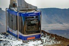 Telefericokabelbaan die vagon van Teide-Vulkaan, Tenerife stijgen een hoogtepunt te bereiken Royalty-vrije Stock Foto's