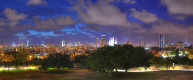 Telefon Aviv Night Panorama, Israel Arkivbilder