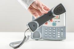 telefon för affärsmantelefonlurholding Royaltyfria Foton