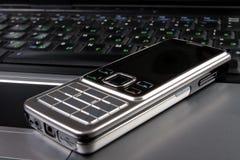 telefon för cellskrivbordsbärbar dator Arkivbilder