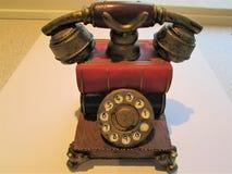 Telefon för gammal stil på vit bakgrund, hemobjekt Arkivfoton