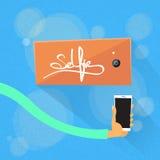 Telefon för håll för handSelfie foto färgrik smart Royaltyfria Bilder