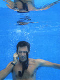 telefon för man för affärscell som kinesisk talar till Fotografering för Bildbyråer