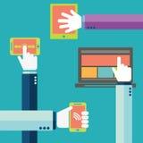 telefon för mobil för handholdingsymboler Begrepp av kommunikationen i nätverket stock illustrationer