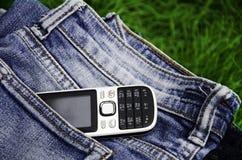 Telefon i cajgi. Zdjęcia Royalty Free