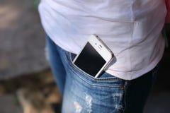 Telefon i jeansfack Fotografering för Bildbyråer