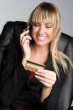 telefon karciana kredytowa kobieta Zdjęcie Stock
