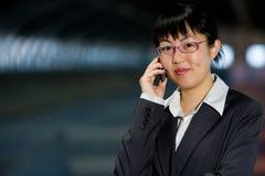 telefon komórkowy azjatykcia biznesowa kobieta Fotografia Stock