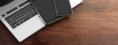 Telefon komórkowy, pastylka i komputerowy laptop na drewnianym tle, kopii przestrzeń ilustracja 3 d Zdjęcia Royalty Free