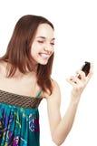 telefon komórkowy piękna przyglądająca kobieta Obrazy Royalty Free