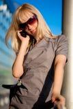 telefon komórkowy piękna kobieta Obrazy Stock
