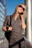 telefon komórkowy piękna kobieta Zdjęcia Stock