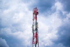 Telefon komórkowy sieci GSM donosicielki komunikacyjna antena Obrazy Royalty Free