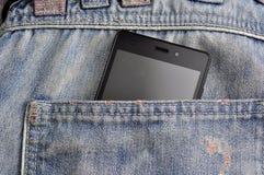 Telefon komórkowy, telefon komórkowy w plecy kieszeni niebieskich dżinsach Obraz Stock