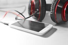 Telefon med hörlurar Arkivfoto