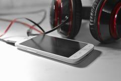 Telefon mit Kopfhörern Stockfoto