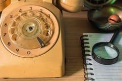 Telefon på skrivbordet royaltyfri fotografi
