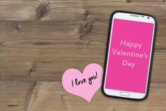Telefon på trä, lyckliga valentin dag Royaltyfri Fotografi