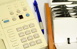 Telefon und Rolodex Stockbild