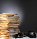 Telefon und Stapel Dateien Lizenzfreies Stockbild