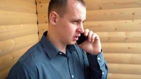 telefon z biznesmena young zbiory wideo