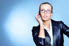 Telefonando à mulher de negócios Foto de Stock Royalty Free