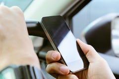 Telefonanruf im Auto Stockfotos