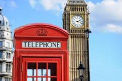 Telefonask och Big Ben i London Royaltyfria Bilder