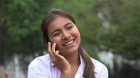 Telefonata femminile felice stock footage