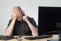 Telefonata lunga con il cliente fotografia stock