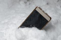 Telefonavverkningen i en snödriva Royaltyfri Foto