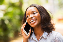 Telefone africano da mulher Foto de Stock Royalty Free