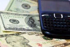 Telefone & dinheiro de pilha Fotografia de Stock