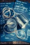 Telefone análogo retro feito da corda e das latas foto de stock royalty free
