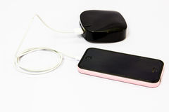 Telefone celular de carregamento Fotografia de Stock Royalty Free