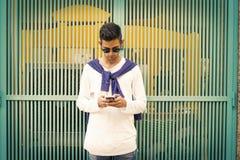 Telefone celular formado jovens fotografia de stock royalty free