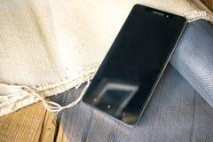 Telefone celular na mesa Imagens de Stock