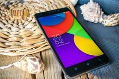Telefone celular na mesa Fotos de Stock Royalty Free