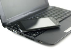 Telefone celular no caderno Fotografia de Stock