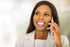 Telefone celular preto da mulher de negócios fotografia de stock
