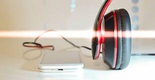 Telefone com fones de ouvido Fotografia de Stock Royalty Free